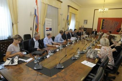LokalnaHrvatska.hr Zadarska županija Potpisani Ugovori sustava javnog navodnjavanja Bastica –II faza (Smilcic)